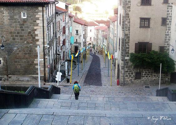 Rue des Tables - Chemin des pèlerins - Le Puy en Velay - France - Sur le chemin de St Jacques de Compostelle (santiago de compostela) - Le Chemin du Puy ou Via Podiensis (variante par Rocamadour)