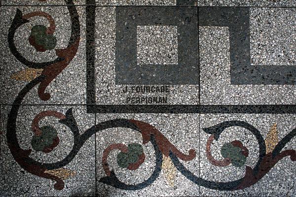 Signature de la fresque au sol de l'entrée de la Mairie de La Bourboule - Auvergne - France