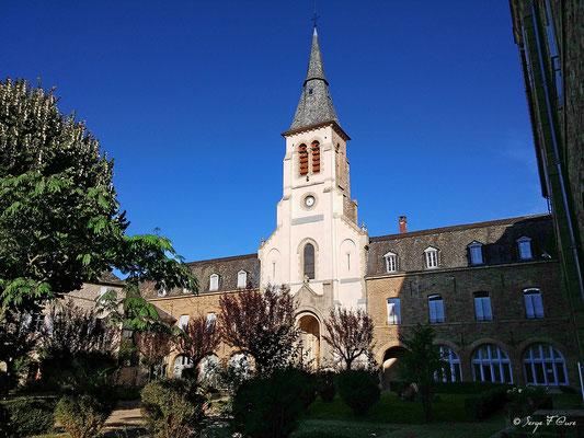 La chapelle du couvent des ursulines de Malet à Saint-Côme d'Olt - France - Sur le chemin de St Jacques de Compostelle (santiago de compostela) - Le Chemin du Puy ou Via Podiensis (variante par Rocamadour)
