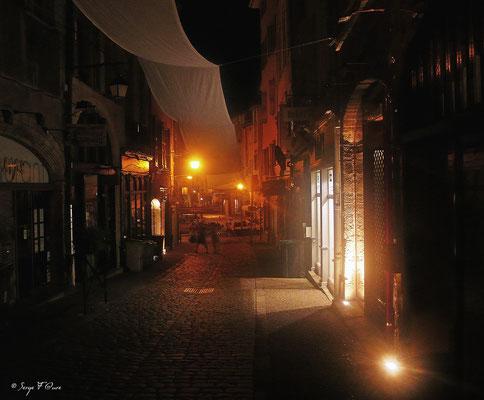 Rue Chènebouterie la nuit - Le Puy en Velay - Sur le chemin de St Jacques de Compostelle (santiago de compostela) - Le Chemin du Puy ou Via Podiensis (variante par Rocamadour) - Septembre 2014