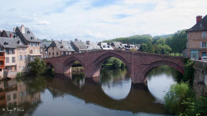 Le Pont Vieux d'Espalion - France - Sur le chemin de St Jacques de Compostelle (santiago de compostela) - Le Chemin du Puy ou Via Podiensis (variante par Rocamadour)