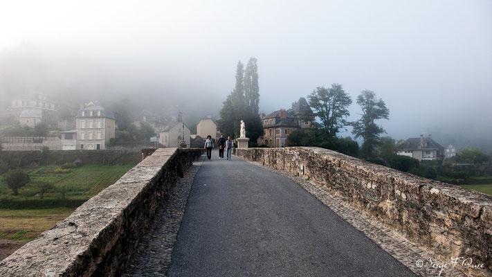 Le pont gothique qui enjambe le Lot est classé au patrimoine mondial de l'Unesco au titre des Chemins de Saint-Jacques-de-Compostelle - France - Sur le chemin de St Jacques de Compostelle (santiago de compostela) - Le Chemin du Puy ou Via Podiensis