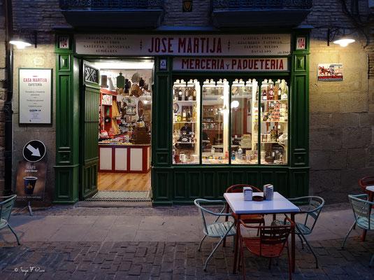 Façades et vitrines - Merceria y Paqueteria à San Domingo de la Calzada - Espagne - Sur le chemin de Compostelle - par Serge Faure