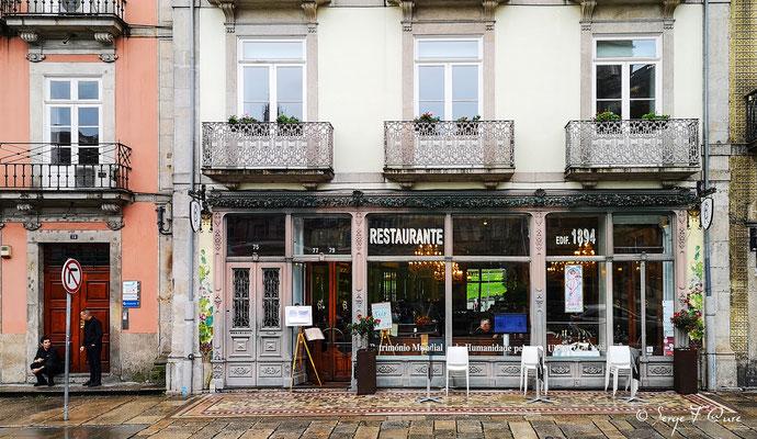 Façades et vitrines - Le Restaurent RC de Porto édifié en 1894 et classé au Patrimoine Mondial de l'UNESCO - Portugal - Sur le Chemin de Compostelle - par Serge Faure