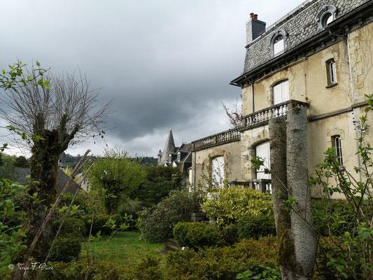 Demeure à l'entrée du parc Fenestre côté Poste - La Bourboule - Auvergne - France