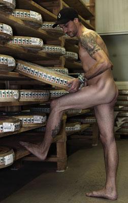 """Calendrier des Fromagers 2013 - """"Secrets de Fromages"""" - Bruno - (Nus / Nudes) ©Photographie Serge  Faure"""