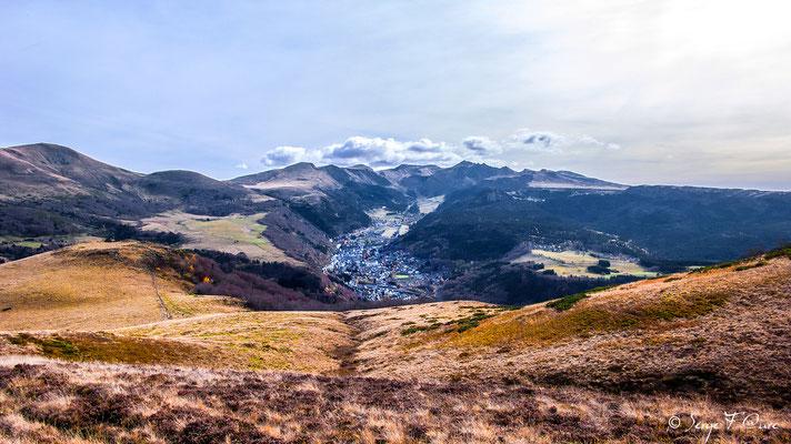 Le Mont Dore au pied du Sancy vu du Puy Gros - Auvergne - France