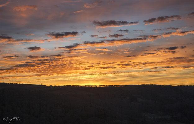 Coucher de soleil sur le plateau de Charlanne - Massif du Sancy - Auvergne - France