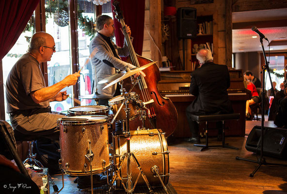 Gérard Hagen (piano), Jerry Kalaf (atterie) & Bruno Rousselet (contrebasse)- 26ème Festival de jazz 2015 (Sancy Snow Jazz) Le Mont Dore - Auvergne - France