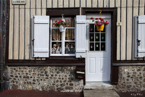 Façade de maison à Lyons la Forêt - Normandie - France - Par Serge Faure