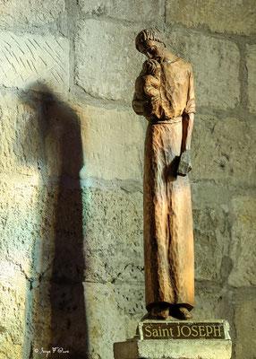 Statit de Saint Joseph dans l'église Notre Dame des Sablons est une église gothique située à Aigues-Mortes