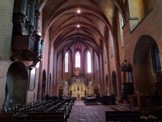 Aude des Soeurs Dominicaines dans l'Abbaye de Moissac - France - Sur le chemin de Compostelle