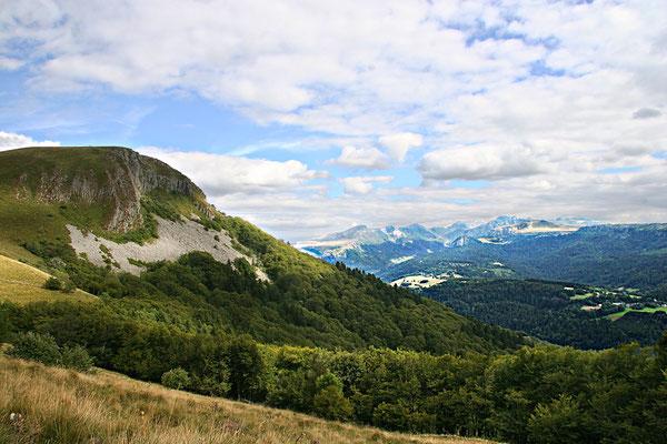 Massif du Sancy vu de Murat le Quaire (Le Puy de Sancy au centre altitude de 1886 m) - Auvergne - France