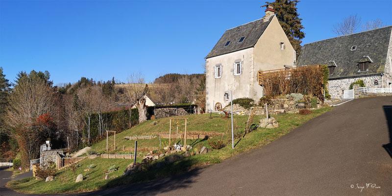 Ancienne maison du charron à Murat le Quaire  - Massif du Sancy - Auvergne - France