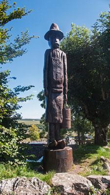 Sculpture Lou Cantales à Aubrac - France - Sur le chemin de St Jacques de Compostelle (santiago de compostela) - Le Chemin du Puy ou Via Podiensis (variante par Rocamadour)