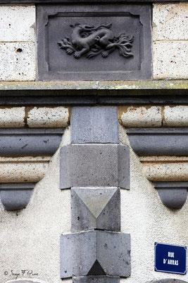 Détail de façade d'une maison typique rue d'Arras - La Bourboule - Auvergne - France