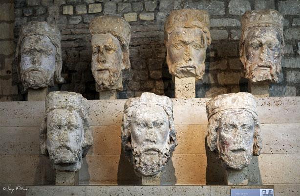 """""""Les têtes de Roi"""" - Sculpture - Musée National du Moyen Âge - édifice situé au cœur du Quartier latin, dans le Ve arrondissement de Paris (France)"""