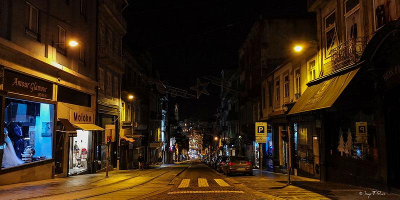En déambulant dans les rues de la vieille ville de Porto - Portugal