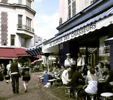 Les Amoureux de Montmartre - Au Clairon des Chasseurs - Place du Tertre - Paris - France - 2010