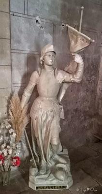 Statut de Jeanne d'Arc dans l'église Saint-Pierre d'Auvillar - France - Sur le chemin de Compostelle