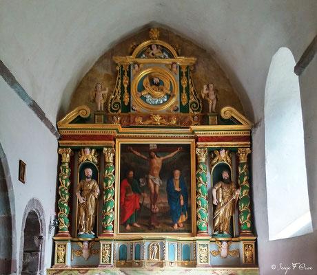 Cœur de l'église de St Pierre de Besséjouls - France - Sur le chemin de St Jacques de Compostelle (santiago de compostela) - Le Chemin du Puy ou Via Podiensis (variante par Rocamadour)