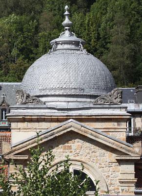 Détail des coupoles sur la toiture des Grands Thermes de La Bourboule - Auvergne - France