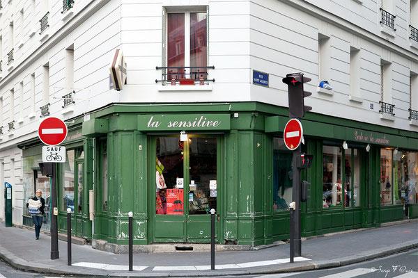 Rue Saint Jacques - Paris - France - 2011