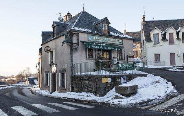 Le Relais de la Toinette à Murat le Quaire vu du château - Auvergne - France