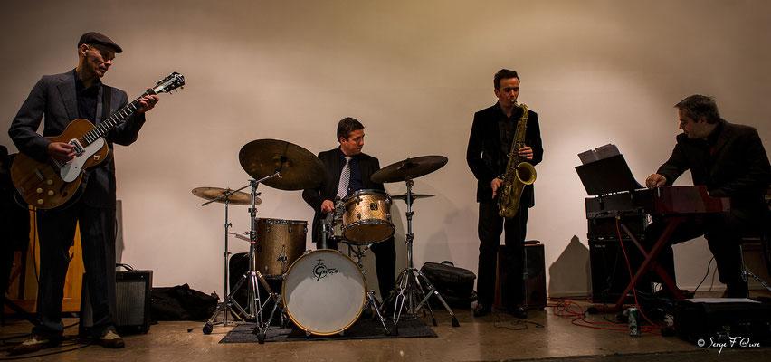 """Pascal Fouquet (guitare), Guillaume Nouaux (batterie), Drew Davies (sax ténor) et Thierry Ollé (orgue) - """"The Hotdoggers"""" - Sancy Snow Jazz 2016 - Murat le Quaire - Auvergne - France"""