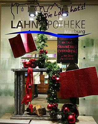 Weihnachtsdekoration einer Apotheke