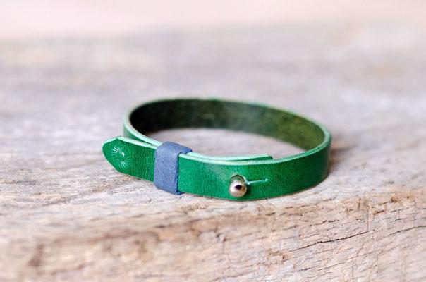 Grünes Blanleder mit blauem Schläufchen - auch hier sind verschiedene Farbkombis möglich.