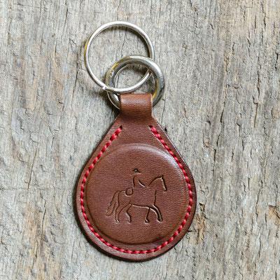 #13 Lederfarbe dunkelbraun, Schlüsselringe silberfarben, Garnfarbe rot - Preis: 19,00 Euro zzgl. 6,00 Euro Versand