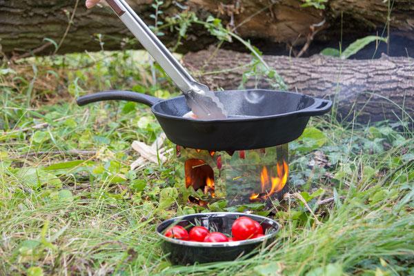 Feuerstelle und gusseiserne Pfanne von Petromax