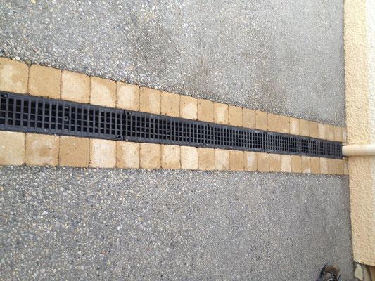 Détail béton désactivé, grille évacuation eaux fluviales - TTA