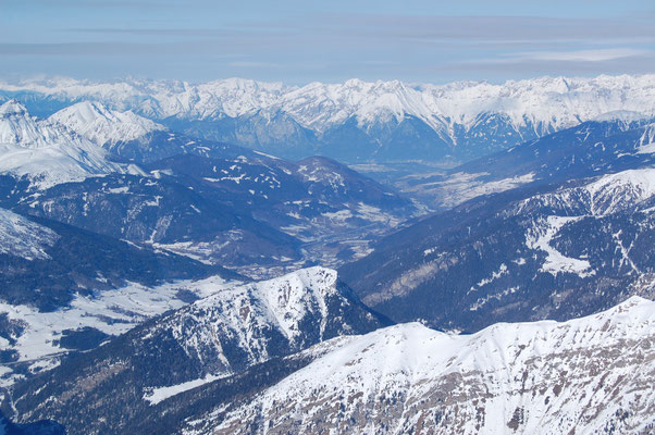 Von Brenner Richtung Innsbruck hinten das Karwendelgebirge am, 4. Jänner 2009