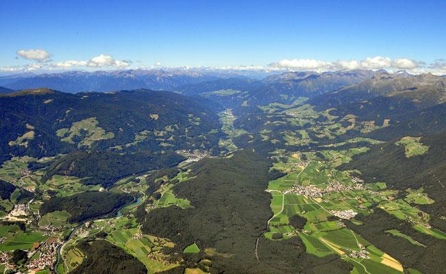 Pfalzen, Issing und Terenten, links St.Lorenzen