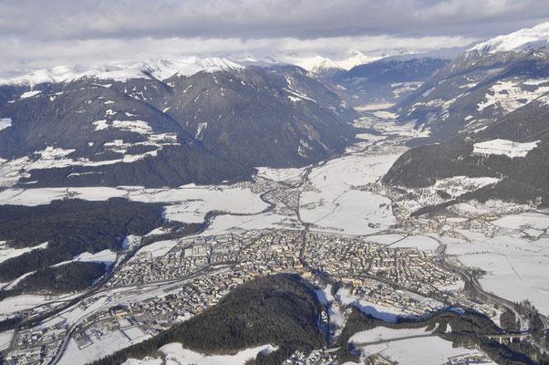 Winteraufnahme Bruneck mit Ahrntal