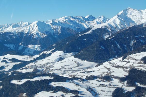 Terenten und links oben das Skigebiet Gitschberg  31.12.2008