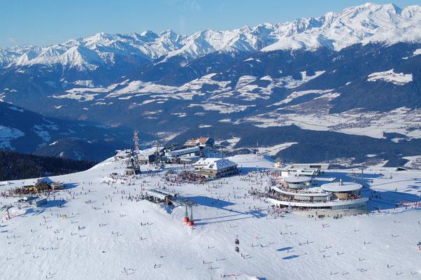 Skigebiet Kronplatz Bruneck im Pustertal im Hintergrund Pfalzen Terenten und Skigebiet Gitschberg  31.12.2008