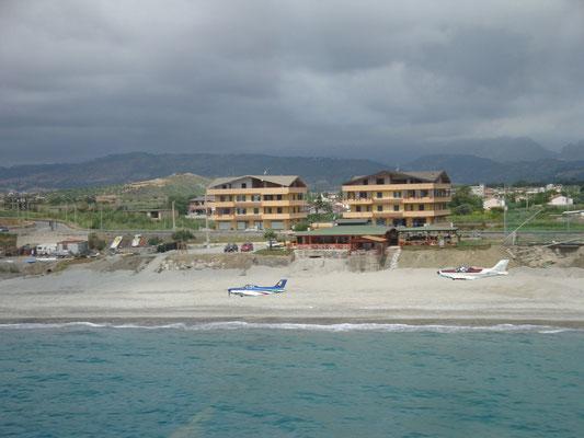 Calabrien, mit über 200 hkm den Strand endlang