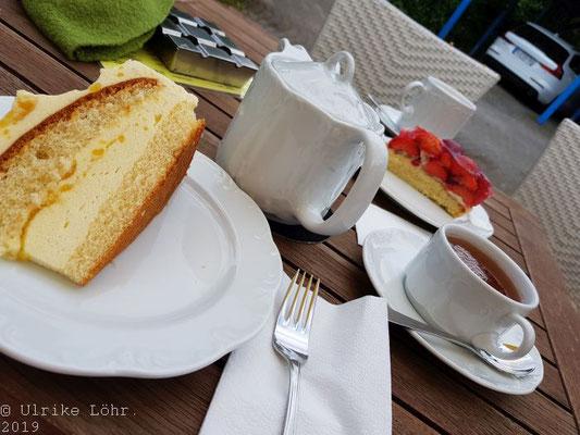 Tee, Kaffee, Kuchen im Koffiehuis in Laboe