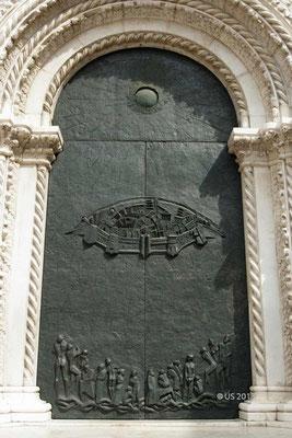 Tür der Basilica di San Nicola in Tolentino