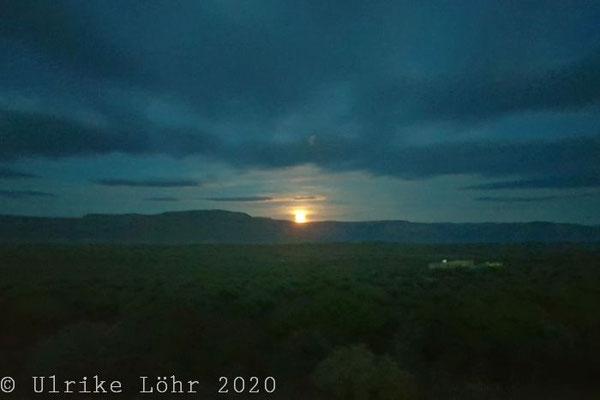 Mondaufgang im Tankwa Karoo National Park