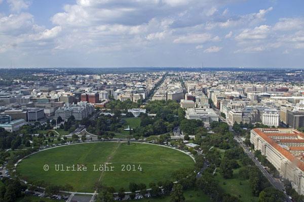 Blick nach Westen vom Washington Monument (mit dem Weißen Haus)