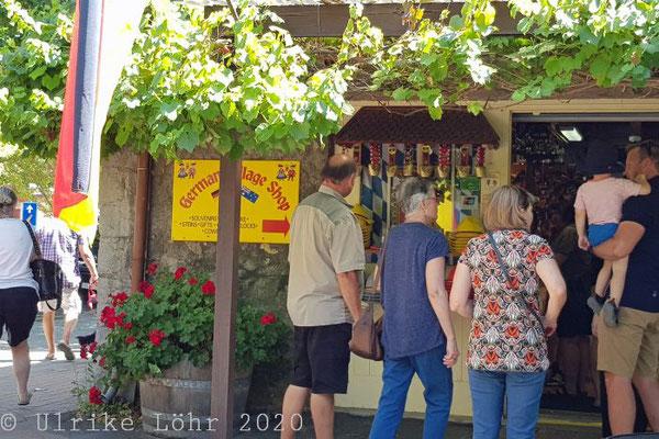 Deutscher Dorfladen - belagert