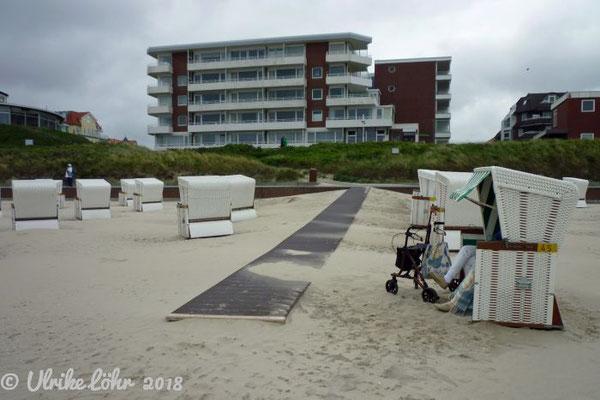 Bohlenwege machen den Strand zugänglich