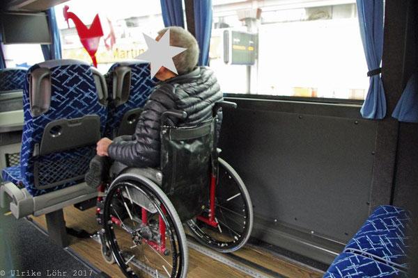 Rollstuhlstellplatz im Bus