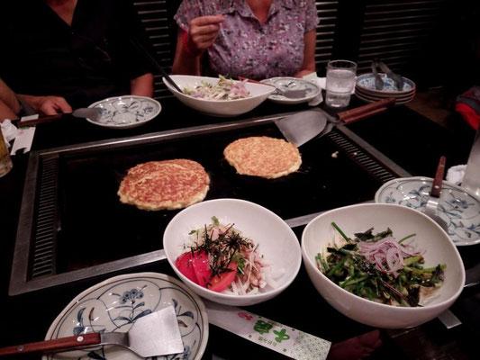 ... und als Begleitung leckere und frische Salate
