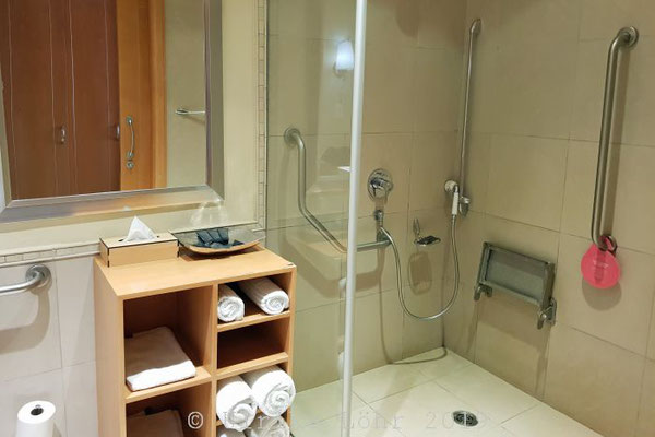 Sun City Soho Hotel rollstuhlgerechtes Bad