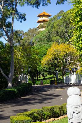 Fo Guang Shan Nan Tien Tempel: Garten und Pagode im Hintergrund